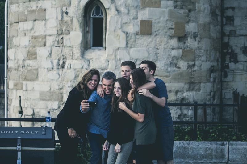 La aceptación familiar salva vidas